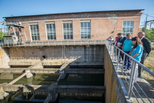 紛争が始まった当初、砲撃が揚水施設を直撃した結果生じた2週間の断水が、人々の生活に大きな影響を及ぼした。