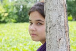 HIVやエイズに対する偏見や差別的な考えを変えたい、と活動する16歳のアズィマ。「HIV感染者は社会への脅威だ」という考え方が、ウズベキスタンの人々の間から無くなる日を夢見ている。