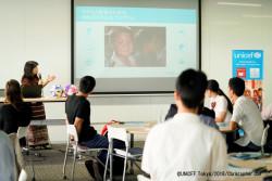 ミャンマーでの若者に関する取り組みについて話す、ユニセフ・ミャンマー事務所の功刀純子代表