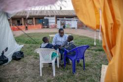 北キブ州のベニで、心理社会的ケアを受ける8歳の双子の兄弟。(2018年8月11日撮影)