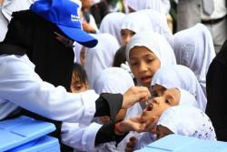コレラの予防接種を受けるイエメンの子どもたち(2018年9月30日撮影)