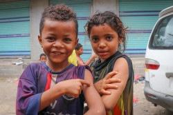 予防接種を受けたイエメンの子どもたち。