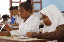 アデンの学校で勉強する12歳のファティマさん。(2019年3月撮影)