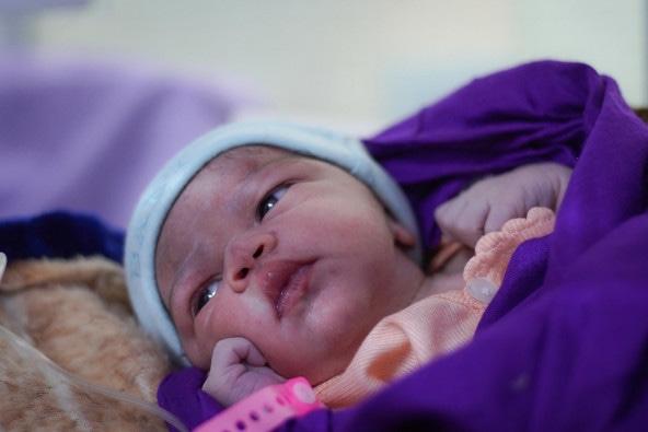 保健施設で誕生した、イエメンの赤ちゃん。4年以上にわたって紛争状態が続いているイエメン。出産に臨む女性と赤ちゃんをめぐる状況は、悪化の一途をたどっています。