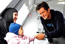 「子どもにやさしい空間」を訪問したオーランド・ブルーム親善大使。